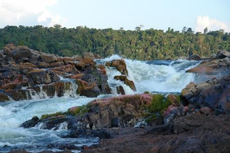 Havia um tempo em que o Xingu corria livre, liberdade que garantia a vida